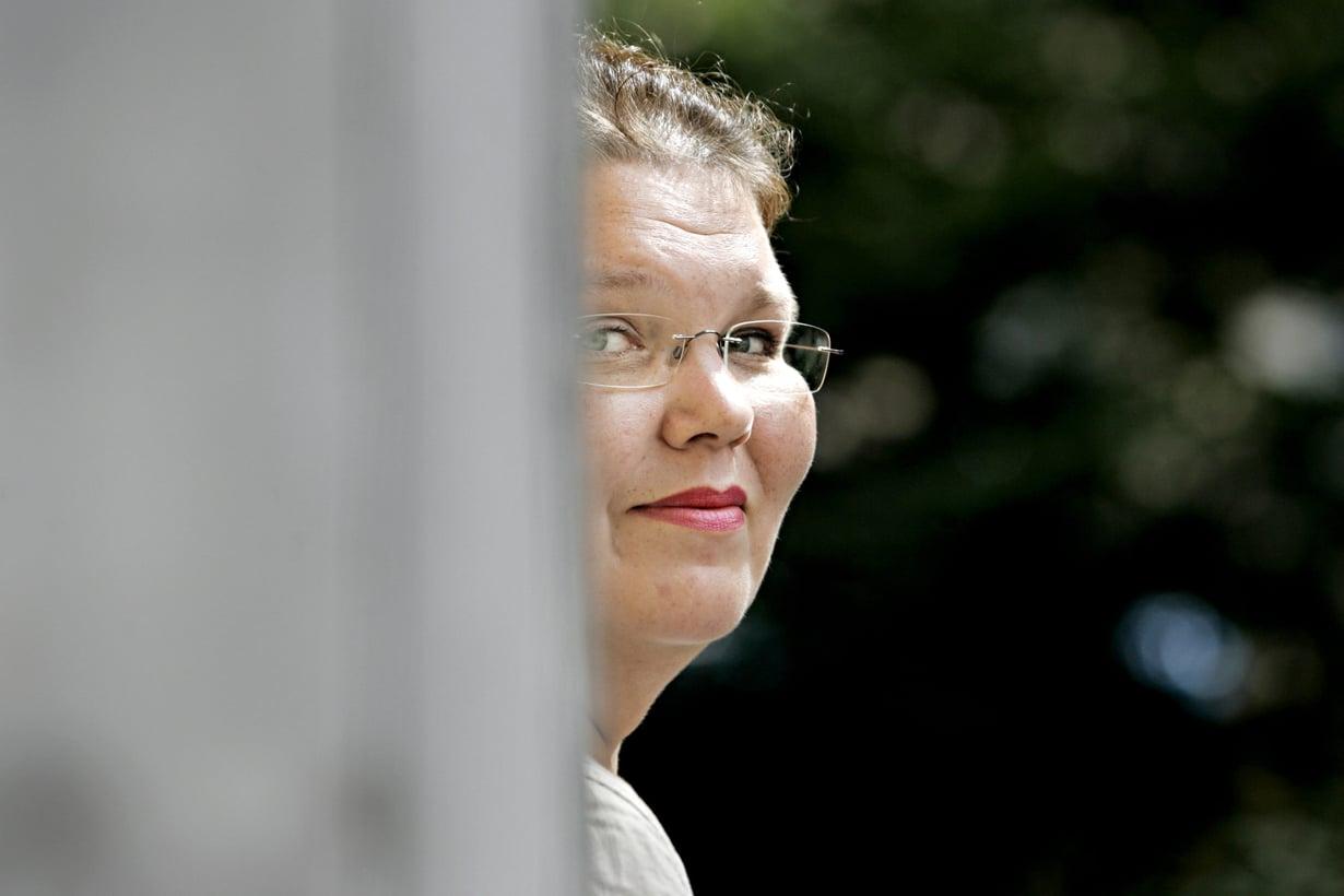Kaarina Hazard on 49-vuotias vapaa kirjoittaja.