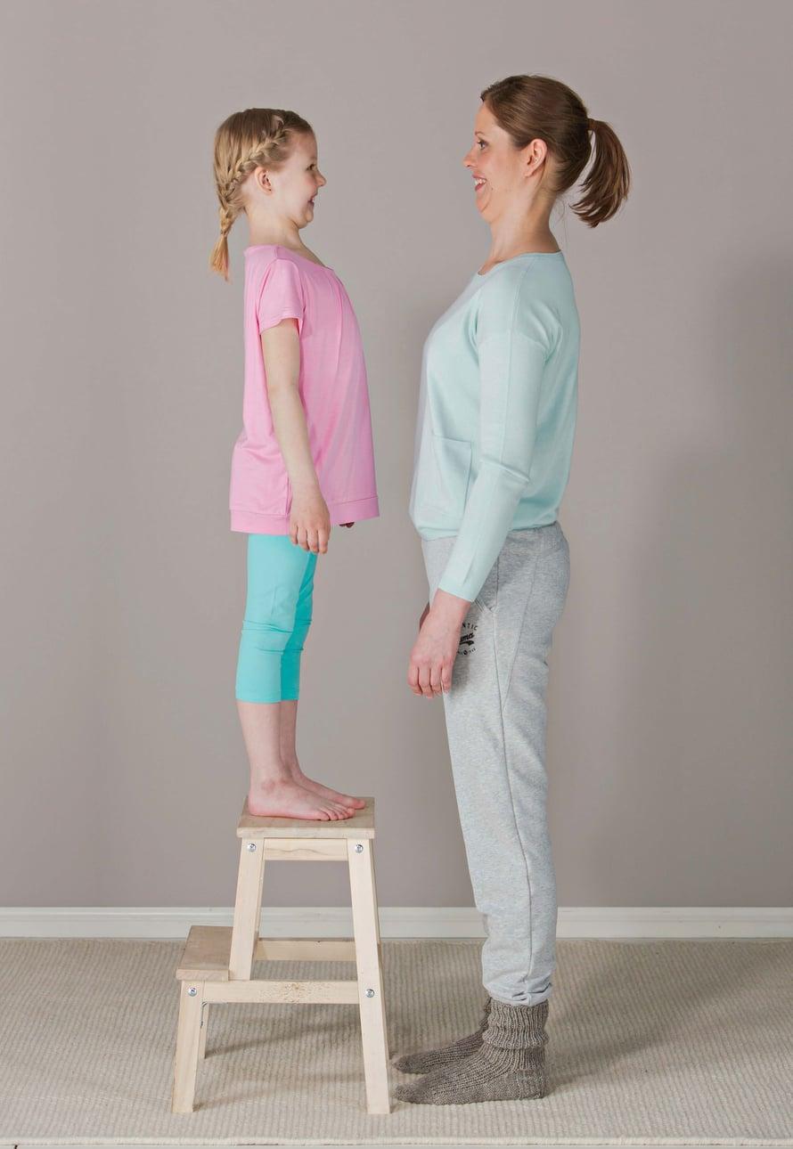 Niskajumpan malleina toimivat kosmetiikan suoramyyjä Sari Kuparinen, 37, ja hänen tyttärensä Veera Vihervaara, 8. Sari harrastaa lenkkeilyä, bodypumppia ja pilatesta. Veeran lajeja ovat rullalautailu ja partio.