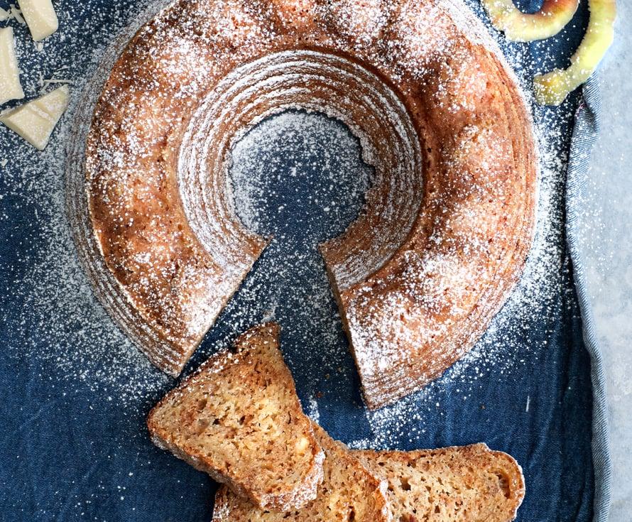 Superhyvää! Omenaraasteen ja rahkan lisäksi kakkuun tulee makua rouhitusta valkosuklaasta.
