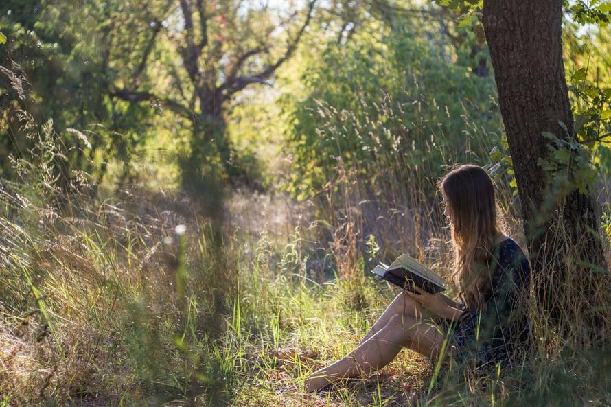 Introvertti tietää, että joskus parasta seuraa on oma seura (ja hyvä kirja).