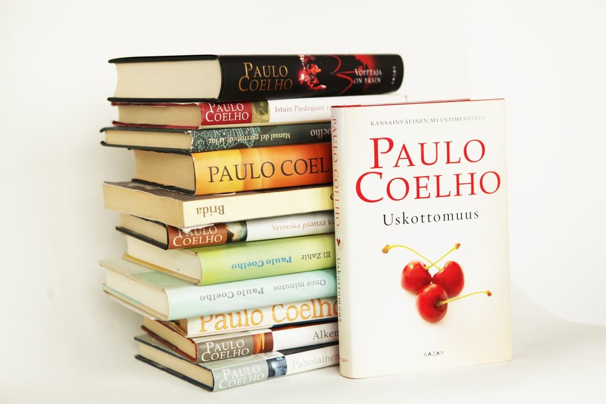 Brasilialaisen Paulo Coelhon kirjoja on myyty Suomessakin yli 750 000 kappaletta.