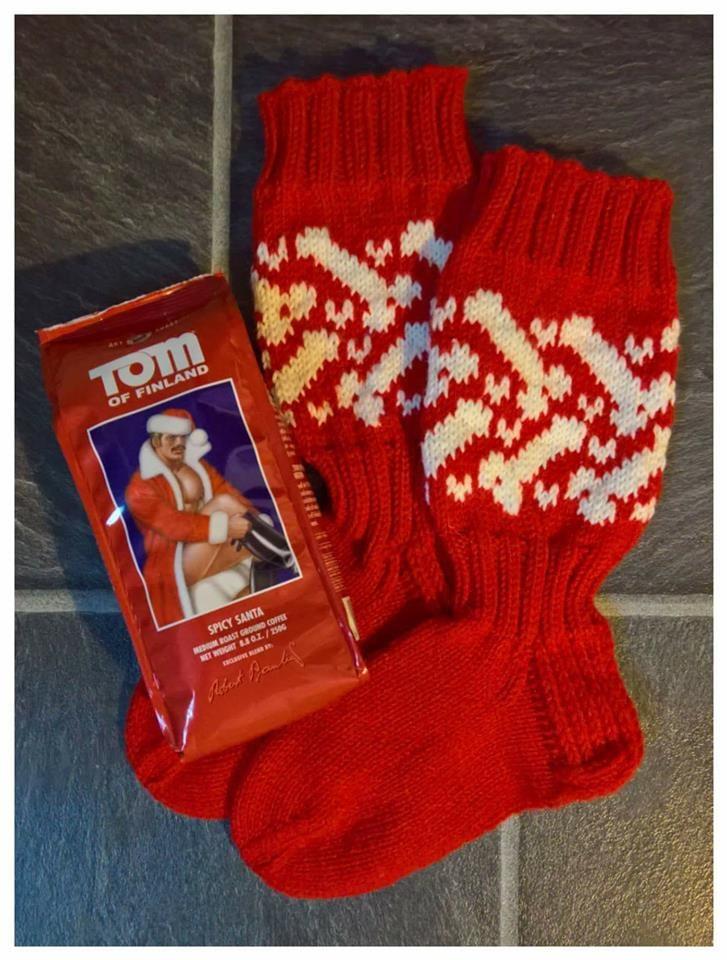 Viime jouluksi kudoin ystävälle pukinkonttiin tämmöiset pikkutuhmat sukat. - Henna Niemi