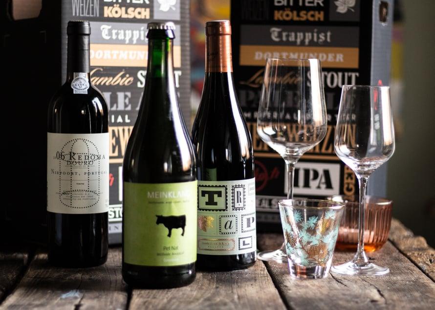 Meinklang on Itävaltalainen biodynaamisesti toimiva tila, joka tekee natural-viinejä, eli luonnonmukaisesti käyviä ja ilman kemiallisia lisäaineita tehtyjä viinejä. Heidän pet nat on uutuuksia ALkon valikoimassa ja sitähän oli pakko päästä maistamaan. Pet Nat eli pétillant naturel tarkoittaa luonnollista kuohuviiniä, johon ei lisätä hiivaa käymisen aloittamiseksi. TRAPL on sekin Itävaltalainen natural-viini, olen aivan lumoutunut heidän punaisesta Sankt Laurent -viinistään, jota pitää aina olla kaapissa. Se sopii ihanasti pippuristen ruokien ja pastojen kanssa, mutta kokeile myös talon oranssia Karpatenchieferiä.