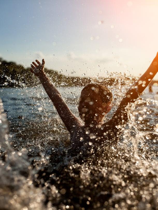 Willansin mukaan ulkomaalaista saattaa ihmetyttää, kuinka koko perheen kesähupeihin saattaa kuulua spontaani naku-uinti.