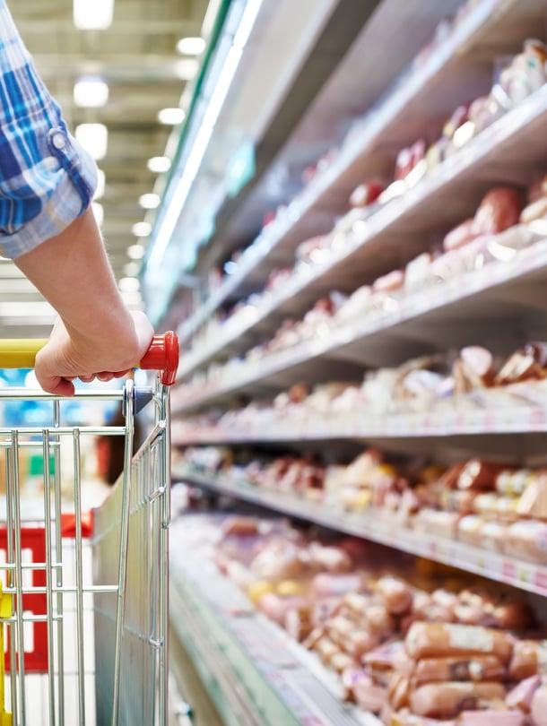 Herkästi pilaantuvat tuotteet on viisasta lastata kärryyn viimeisenä, vinkkaa kotitalousasiantuntija.