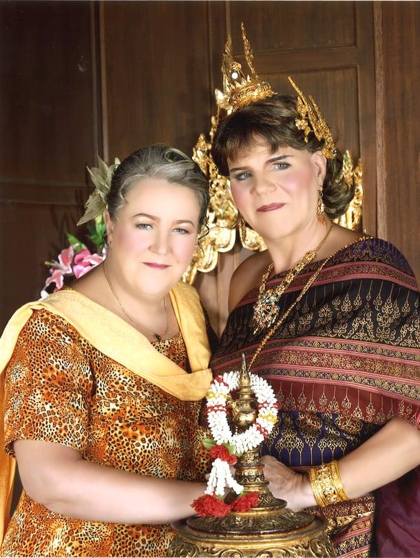 Birgitta ja Thea käväisivät Thaimaassa myös valokuvaamossa.