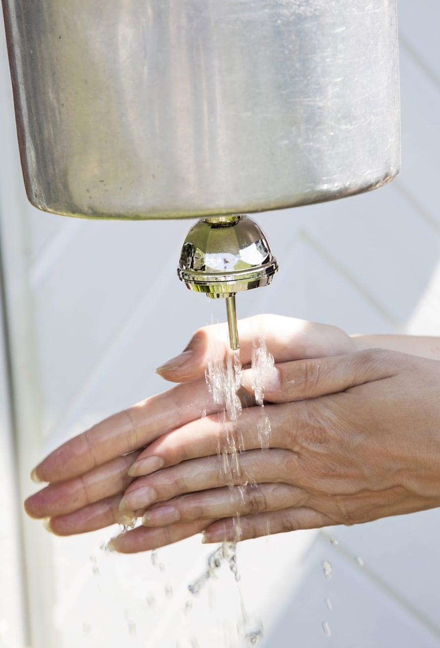 Rakenna mökille käsienpesuautomaatti