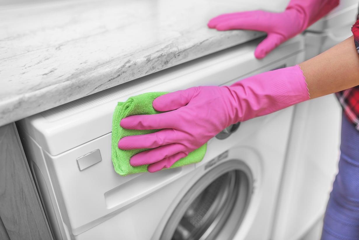 Pelkkä pölyjen pyyhkiminen ei pesukoneelle riitä. Sekin kaipaa välillä pesua!