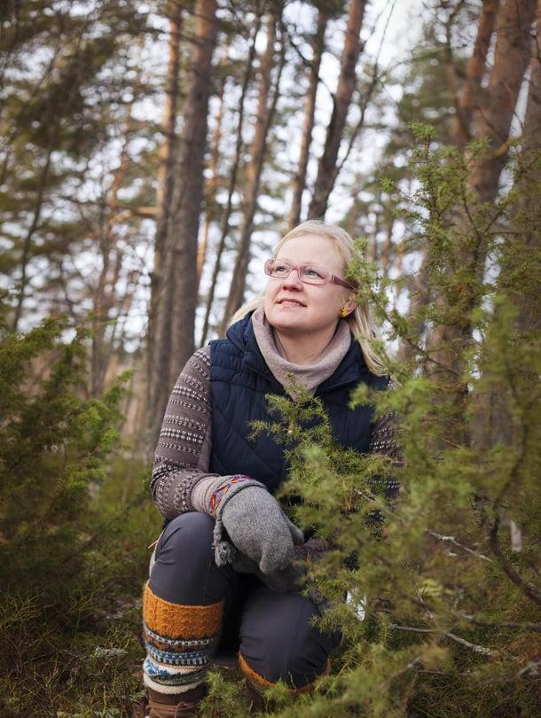 Hanna-Kaisa Heilimo, 40, asuu Tampereen Kämmenniemessä maalaismaisemissa puolisonsa Jukan ja kolmen alakouluikäisen lapsensa kanssa. Aiemmin Hanna-Kaisa työskenteli sairaanhoitajana, mutta nykyisin hän on luonto- ja hyvinvointiyrittäjä.