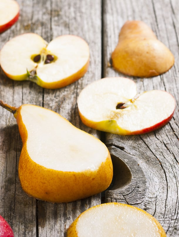 Se mikä koskee omenaa, koskee myös päärynää: ihanaa ja terveellistä purtavaa, mutta mieluummin ilman siemeniä.