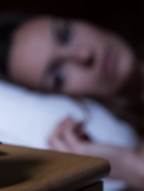 Kello käy. Yöpöydällä aamuyöllä valvoessa, ja se biologinen kello myös.