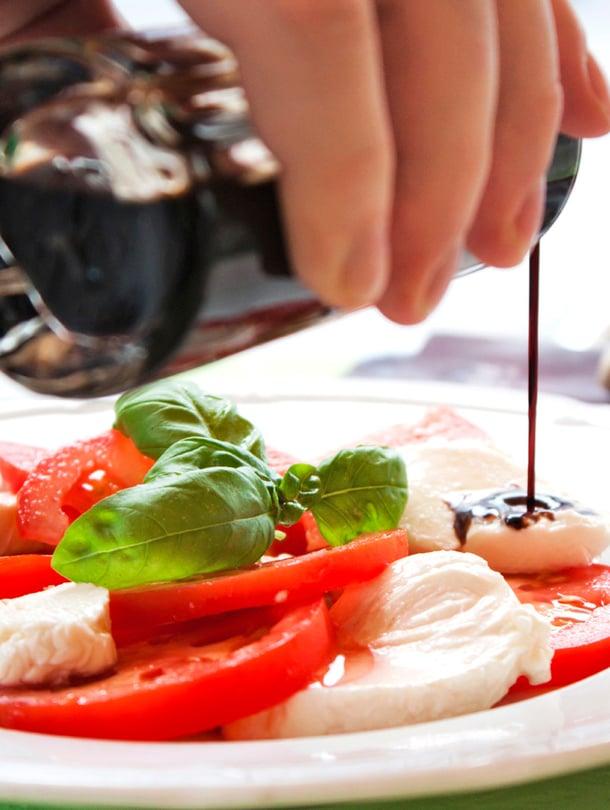 Tomaattia, mozzarellaa ja balsamicosiirappia: aina toimiva yhdistelmä.