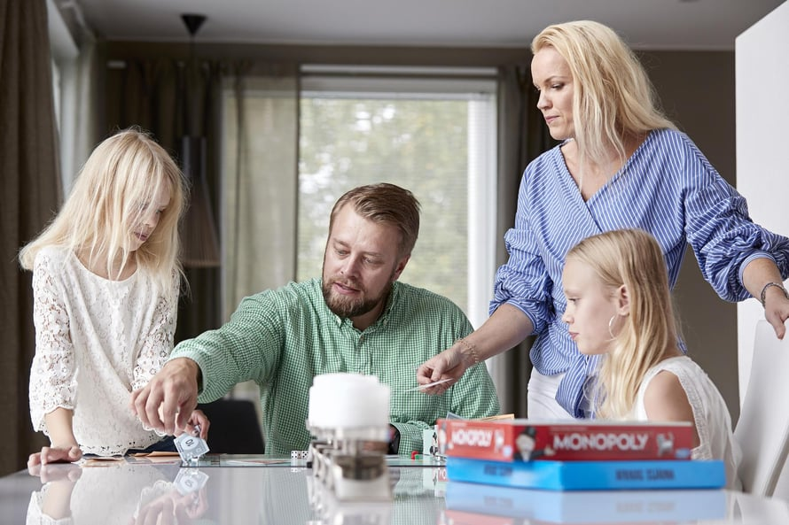 Kimmo Salmi, 42, asuu vaimonsa Teean sekä Amandan, 12, ja Monican, 9, kanssa Lempäälässä.