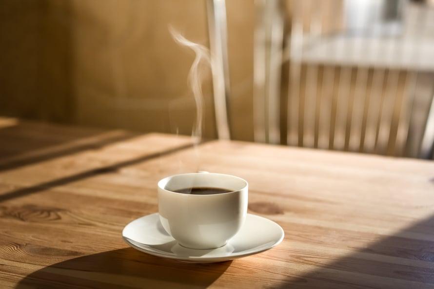 Ravitsemusterapeutin mukaan kahvin juominen voi muun muassa ehkäistä rasvamaksaa ja vähentää Alzheimerin taudin riskiä.