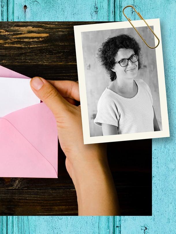 Lapsikin totesi, että tulee kevyt joulu: meillä saadaan nykyään lahjoiksi vain kirjekuoria.