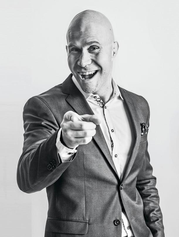 Yritysvalmentaja Mirko Häyrinen alkoi kehittää tehokkaiden kokousten menetelmäänsä sen jälkeen, kun oli kokenut liian monta turhaa palaveria.