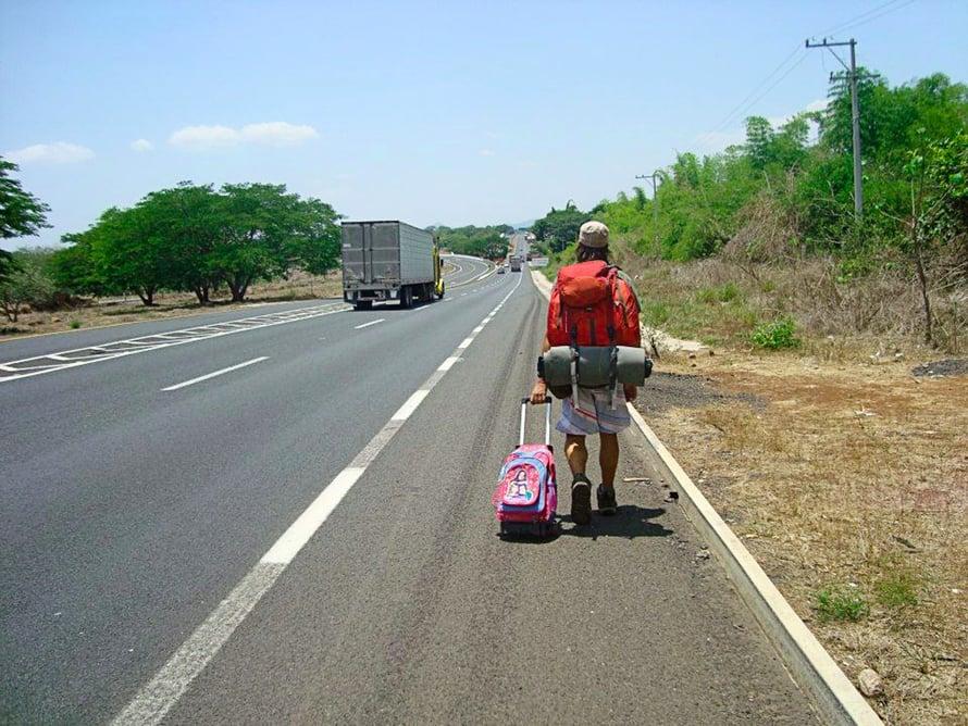 """""""Matkalla Meksikossa. Lisävarusteena kadulta pelastettu vetokassi täynnä tuoreita maasta kerättyjä mangoja."""""""