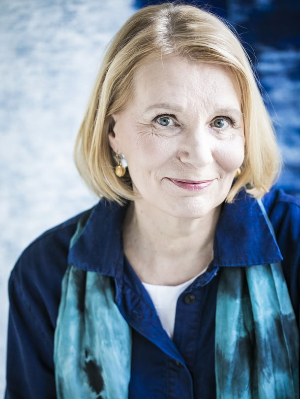 Heidi Köngäs julkaisi ensimmäisen kirjansa 45-vuotiaana. Hän on kirjoittanut kehuttuja romaaneja isoäidistään ja äidistään.