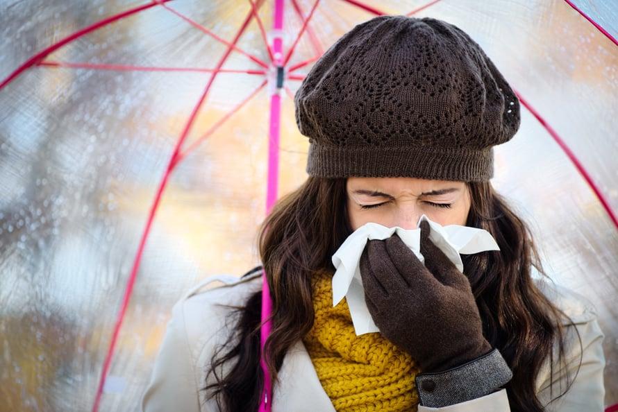 Joko flunssa iski? Kokeile uusia konsteja sen peittoamiseksi: yksi tehokas apu voi olla inkiväärijuoma.