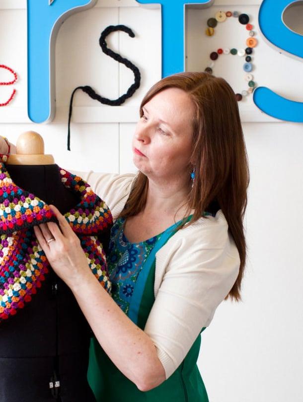 Luokanopettaja Kati Laurila rakastaa käsityöverstastaan, jossa hän voi uppoutua tekemiseen.