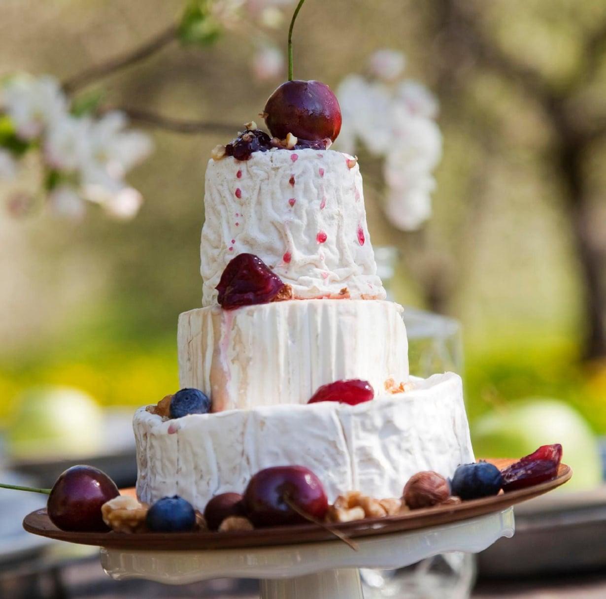 Tämä kakku ei hätkähdä odottelusta. Maku vain paranee, kun se saa haukkailla happea pöydässä.