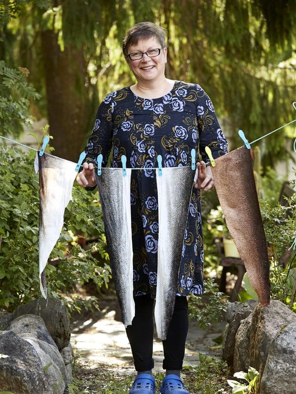 """""""Läheiset ovat jo tottuneet vienoon kalanhajuun"""",Anne Jouhtinennauraa."""