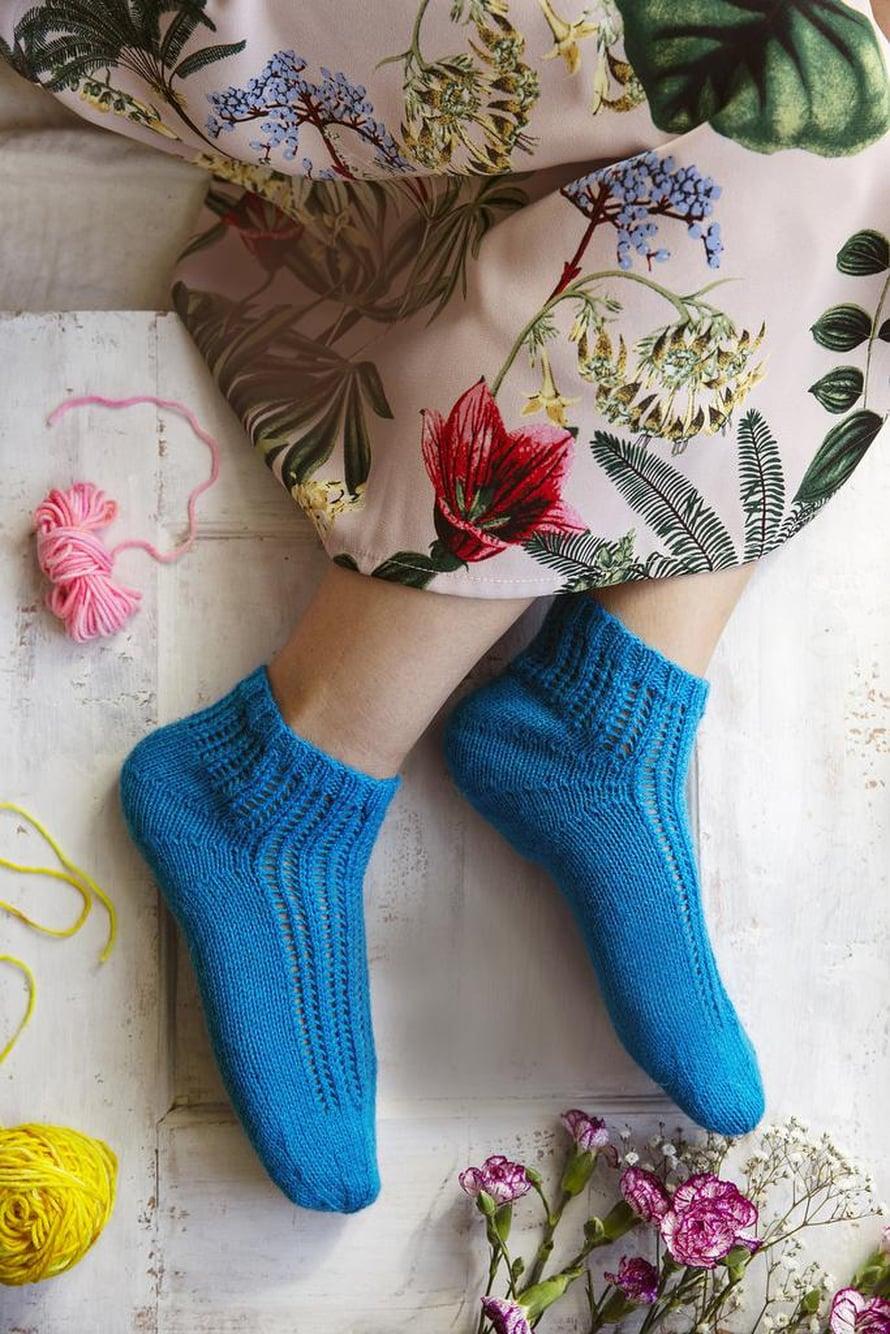 37 Siniset sukat