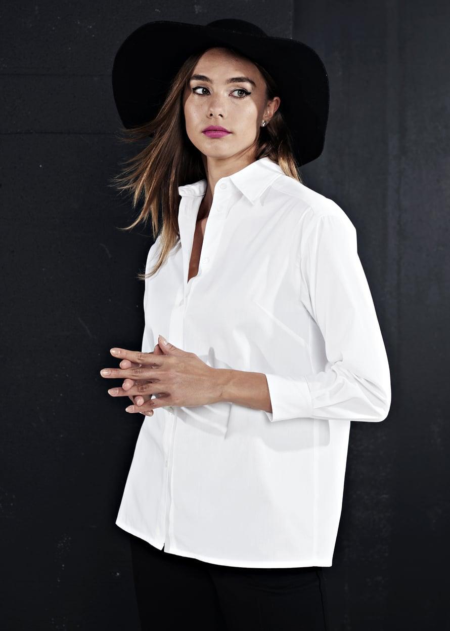 7 Valkoinen paitapusero
