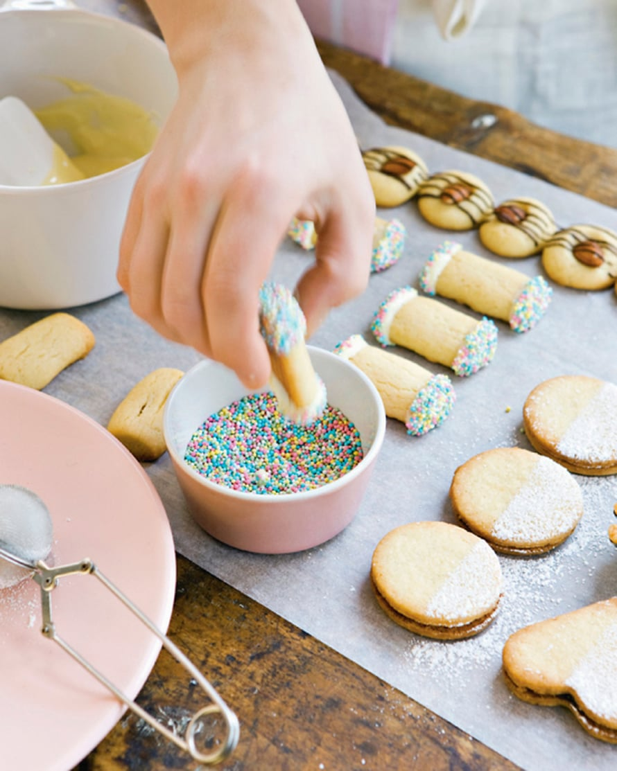 Paista 175-asteisessa uunissa keskellä tai ylhäällä. Ohuet pikkuleivät kypsyvätnopeimmin, jopa 5–7 minuutissa. Paksummat tai vuoassa olevat voivat vaatia 15–20 minuuttia.