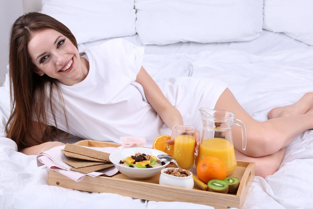 """""""Harmittaa, kun herään joka aamu näin säteilevänä ja mieheni tuo minulle aina aamiaisen sänkyyn."""""""