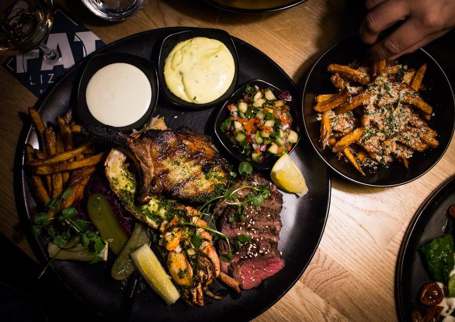 Fat seafood platterissä on hurjasti syötävää yhdelle.