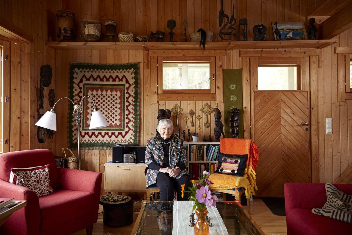 Marja-Liisa eli Marja Swantz on antropologi, teologian tohtori, professori emerita ja kolmen tyttären äiti.