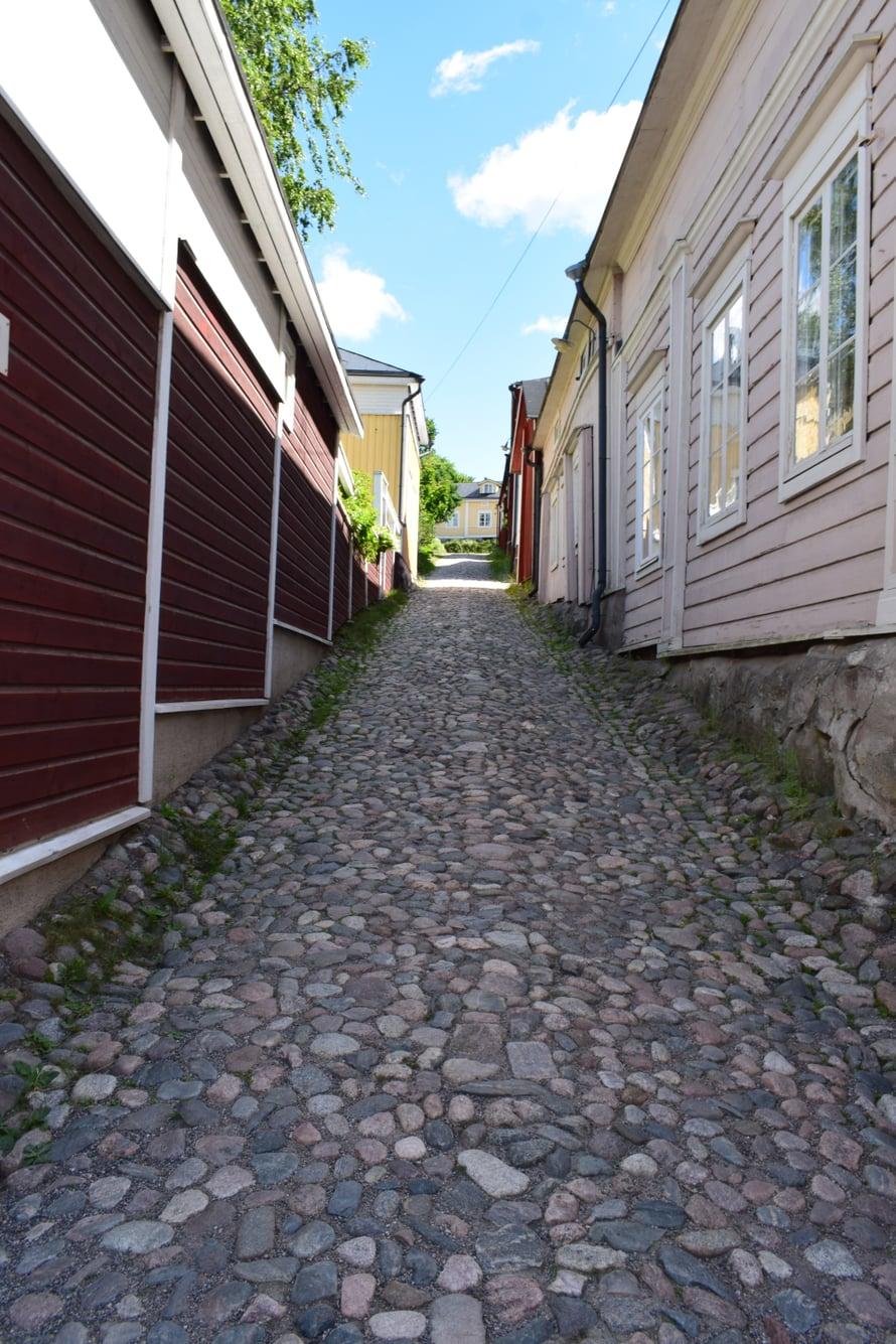Ilmainen vinkki Vanhassa Porvoossa liikkujille: Hyvät kengät on aika kova juttu!