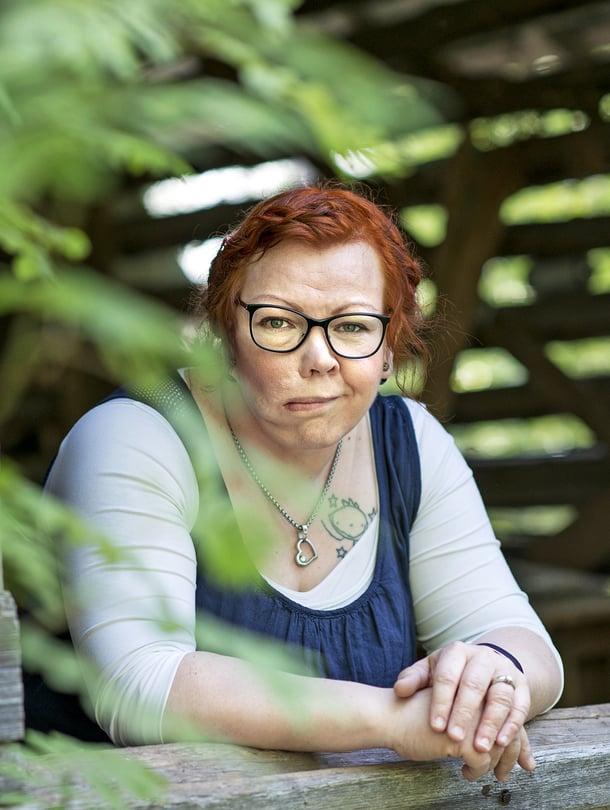 Riikka Niemelä, 41, asuu Kempeleessä. Perheeseen kuuluvat mies sekä 3- ja 10-vuotiaat pojat. Vapaa-aikanaan Riikka kirjoittaa runoja – ja hävittää ne kiireesti.