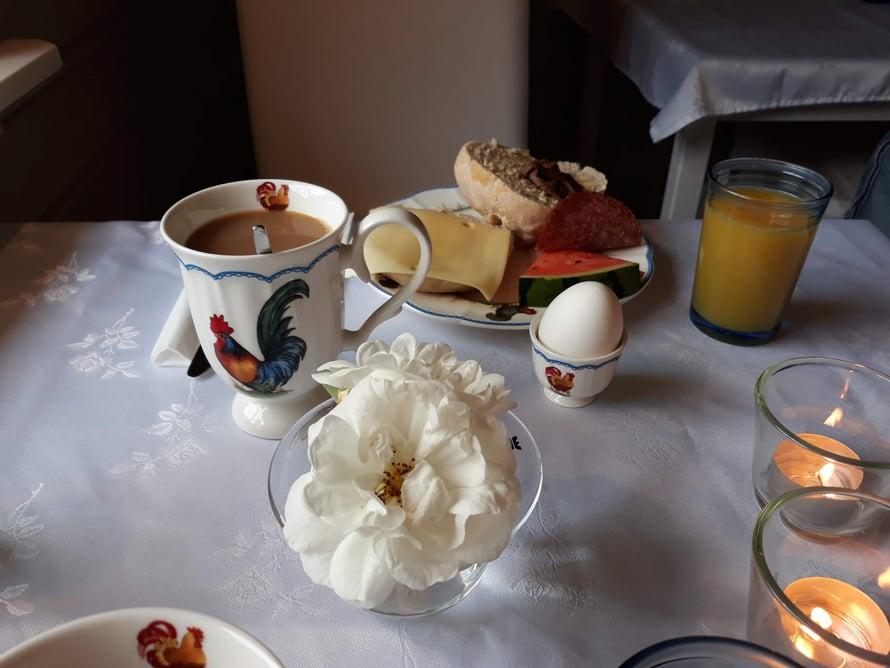 Aamupalaa täällä sai romanttisissa puitteissa.