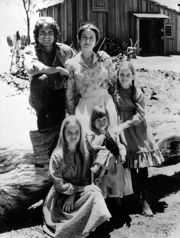 Joka jakso Pieni talo preerialla -sarjasta sai kyyneliin. Ingallsin ihanaan perheeseen kuuluivat isä Charles, äiti Caroline ja heidän kolme tytärtään Mary, Laura ja Carrie. Kuva: Sanoma arkisto.