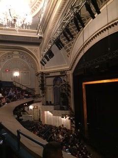 Ambassador-teatteri sisältä.