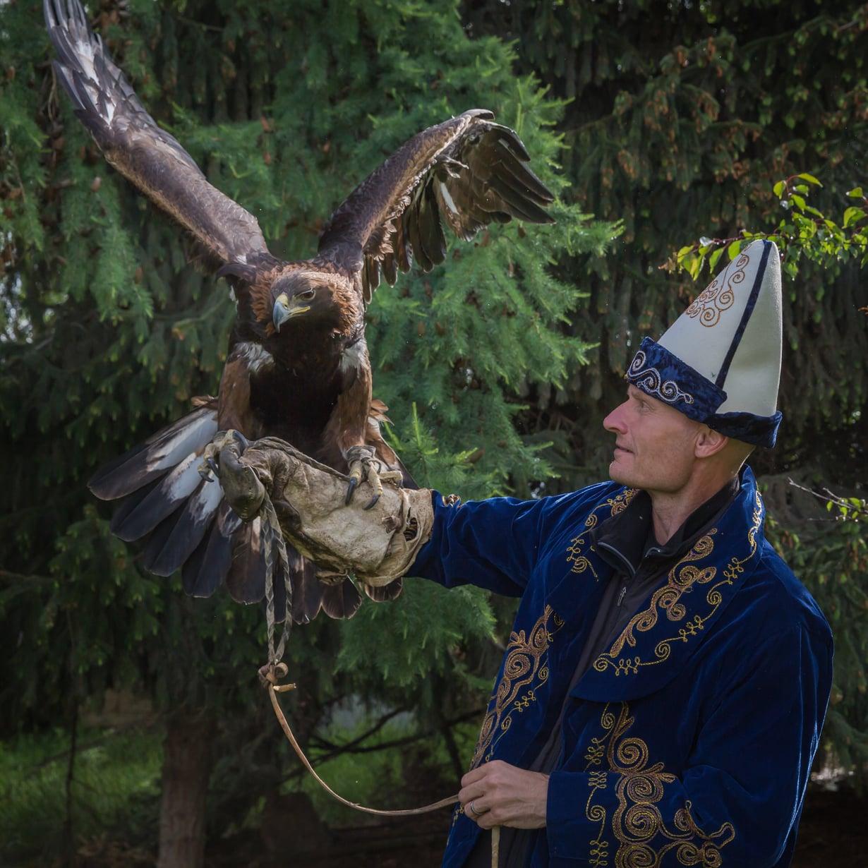 Hannu Laakso kuvausmatkalla Kirgisiassa. Kuva Ivan Timoshkin.