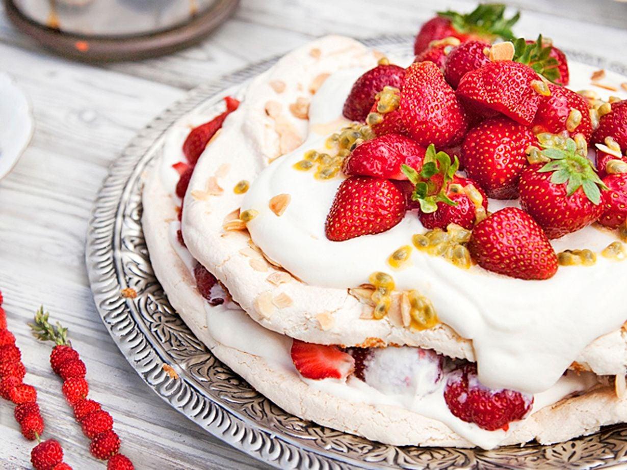 Tarjoa kakku heti täyttämisen jälkeen, jotta marenki pysyy rapeana.