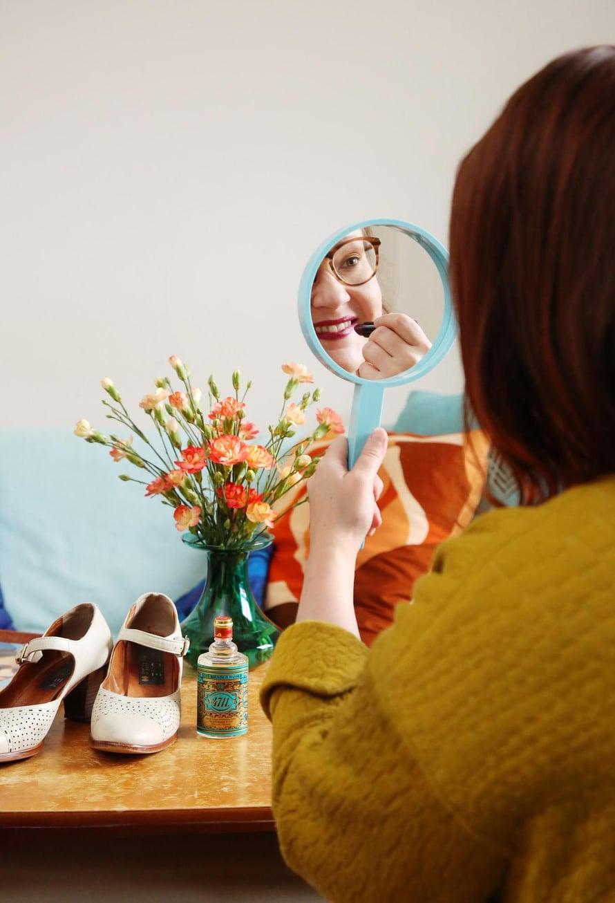 Hannan kodissa näkyy nostalgia. Karhumuovin peili on sama kuin mummilla aikoinaan, ja kenkiä mummi käytti häissään.