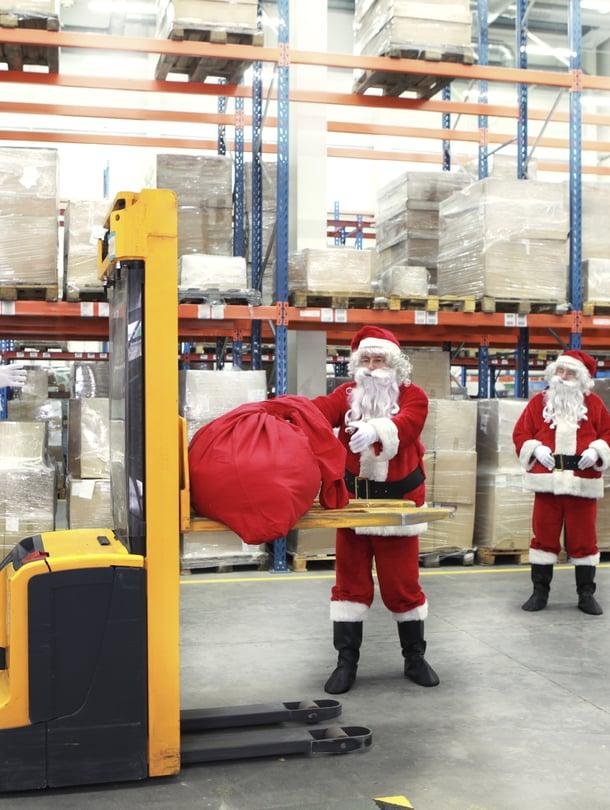 Joulupukki ei ole ainoa, joka tekee aattona töitä.
