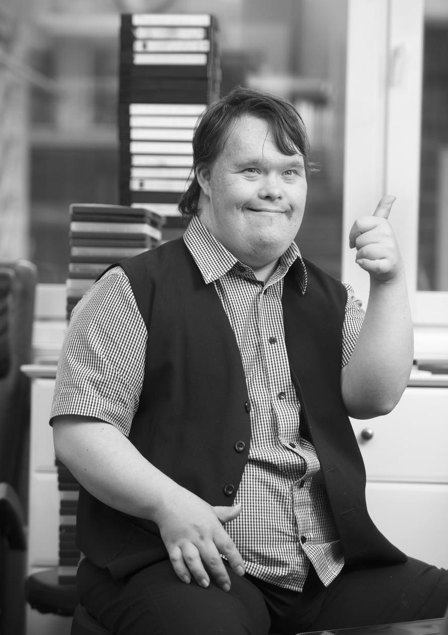 Toni Välitalo, 35, tunnetaan Pertti Kurikan Nimipäivät -yhteen rumpalina.