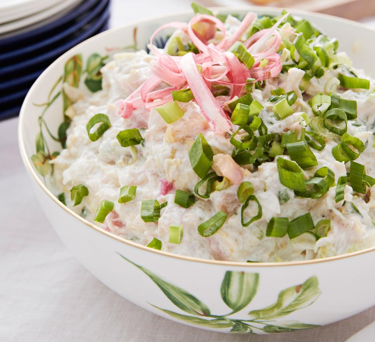 Kesäisessä coleslaw-salaatissa maistuu raparperi.