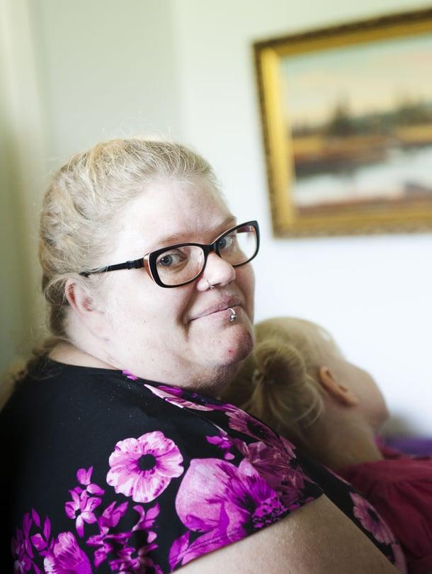 Riitta Palomäki, 33, asuu Hämeenkyrössä. Sairauseläkkeellä olevan Riitan perheeseen kuuluvat puoliso Sami, 37, sekä lapset Ofelia, 5, ja Emil, 3. Perheessä on myös kaksi mäyräkoiraa ja suomenlapinkoira Gimma, josta koulutetaan Riitalle virallinen avustajakoira.
