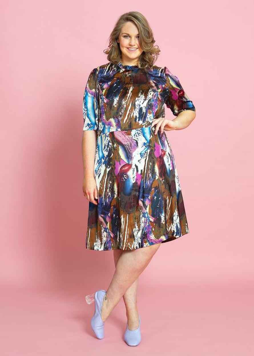 4 Värikäs mekko