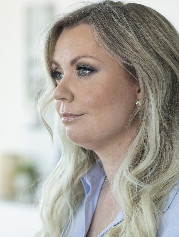 Hanna Ristimäki, 38, asuu Helsingissä tyttäriensä Annan, 5, ja Islan, 2, kanssa. Hanna työskenteli pitkään toimittajana ja digituottajana ja tekee tällä hetkellä töitä yrittäjänä. Perheen arjesta hän kertoo Instagramissa tilillään @hanna_ristimaki.
