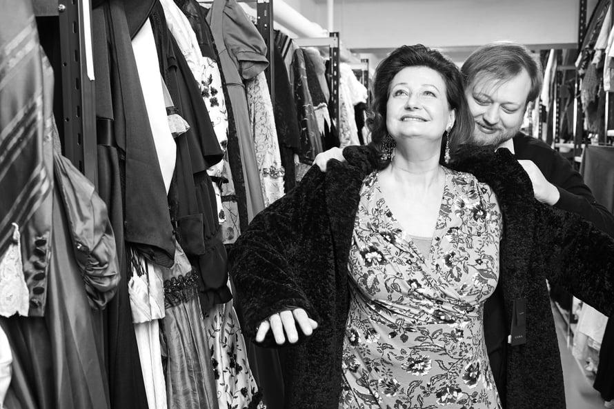 Näyttelijä Heidi Herala ja ohjaaja Lauri Maijala, äiti ja poika, työskentelevät yhdessä Helsingin Kaupunginteatterissa.