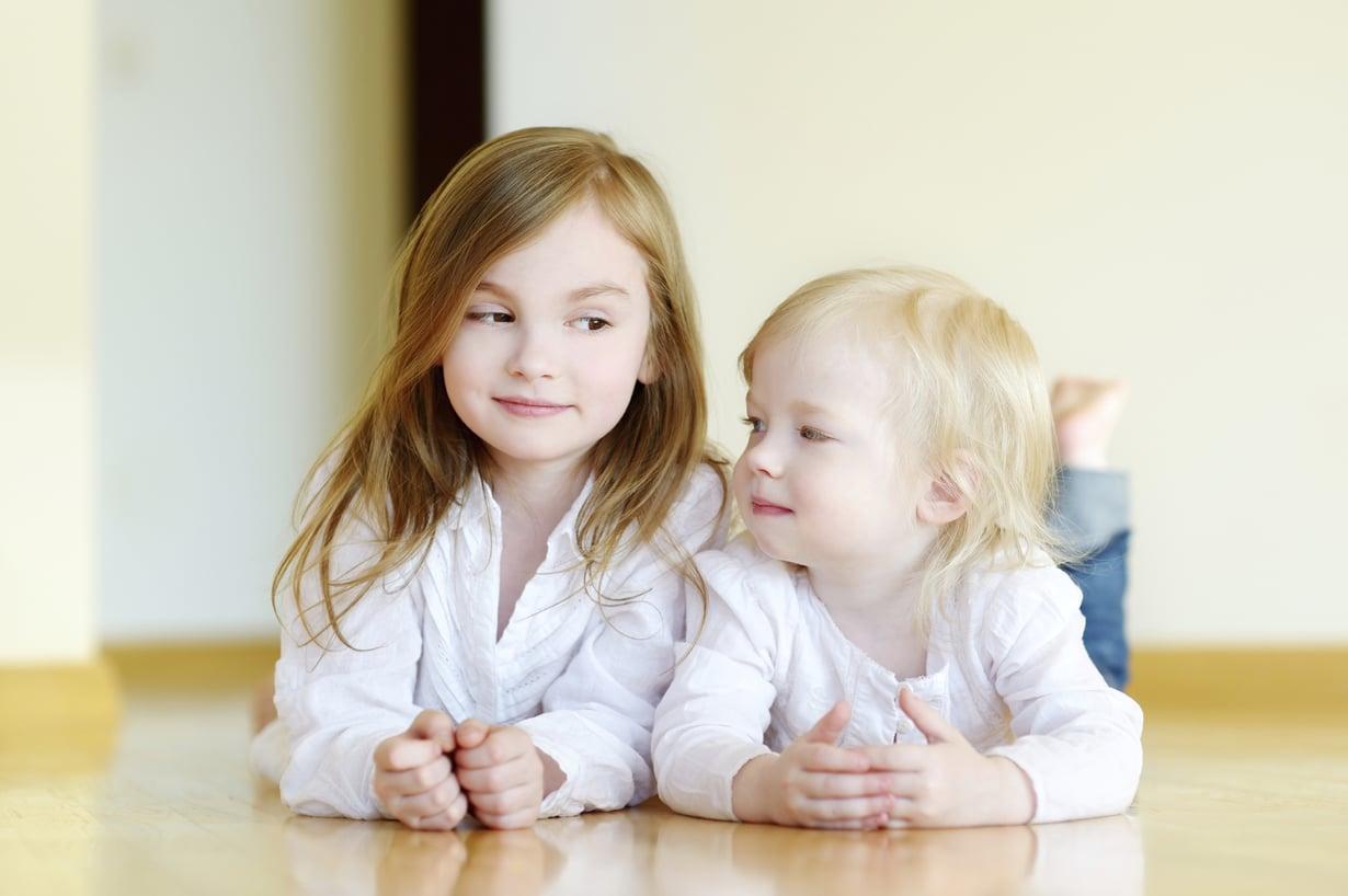 Näin suhde sisaruksiin vaikuttaa persoonaasi