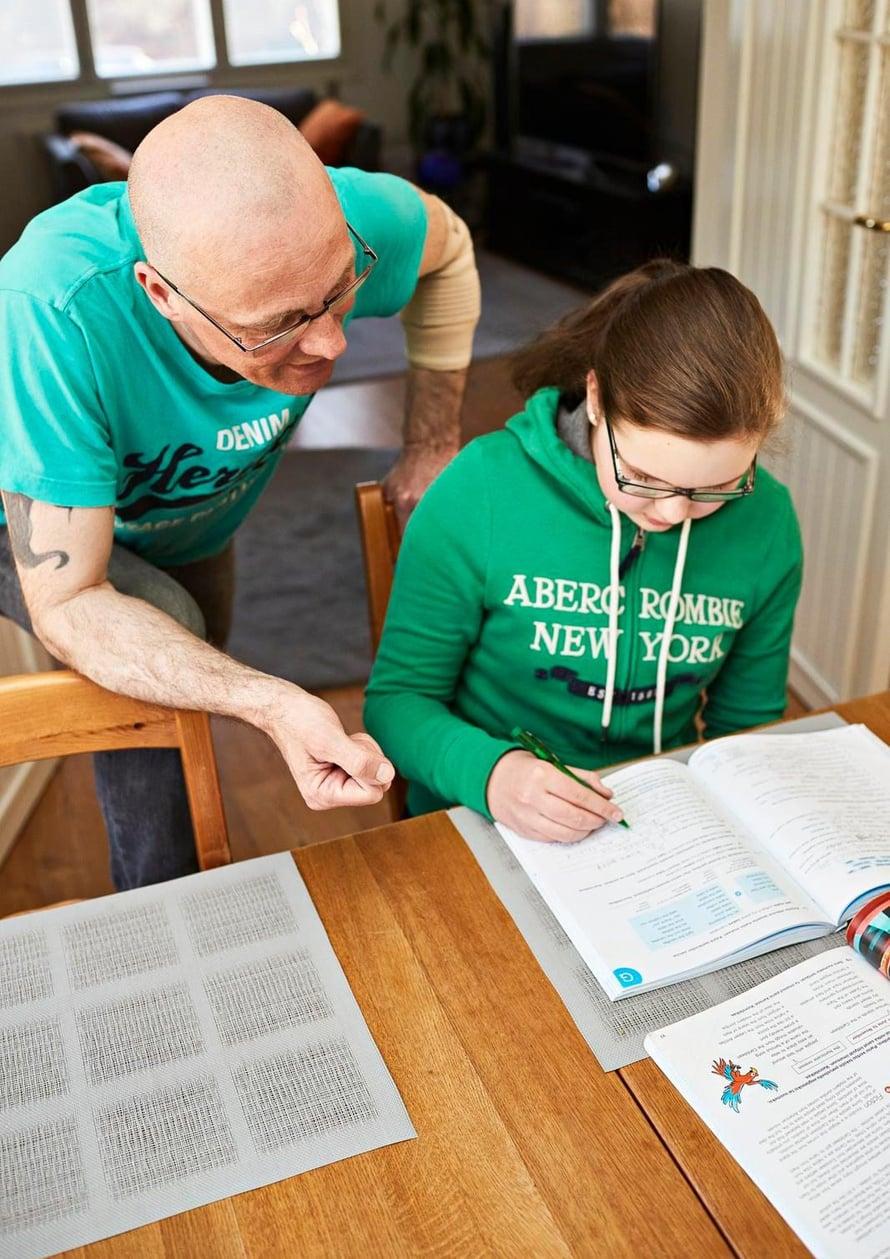 """Juha Seittosen 14-vuotias tytär ei Dingon musiikista juuri perusta. """"En ihmettele sitä. Hän on toisen ajan lapsi"""", Juha sanoo."""