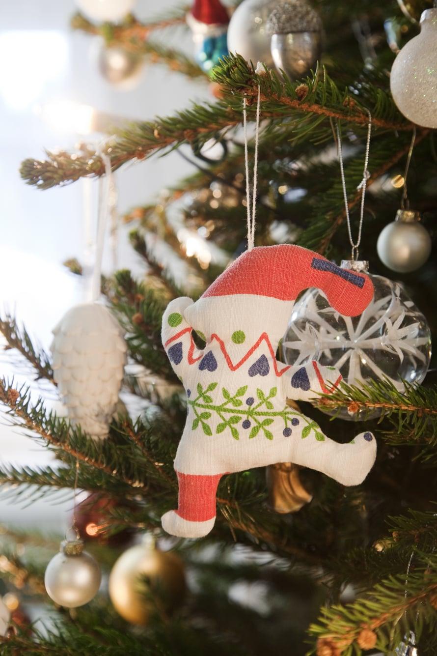 Jos Katjan pitäisi valita joulukoristeista kaunein, se olisi vanhoista pyyhkeistä itse tehty tonttu. Se on sopivan kulunut ja täynnä tunnelmaa.